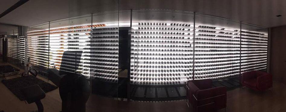 Vue panoramique de la cave à vin